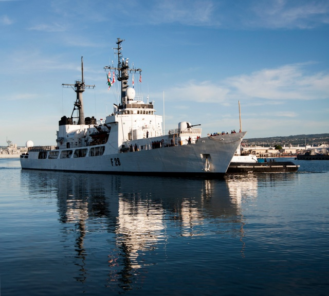Bangladesh_navy_frigate_Somudro_Joy_(F-28)_at_Pearl_Harbor_in_2013