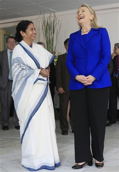 U.S. Secretary of State Clinton meets with Chief Minister of West Bengal Mamata Banerjee in Kolkata