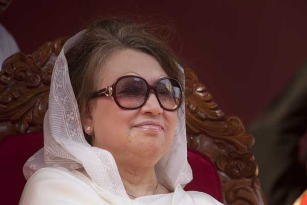 Khaleda-Zia-smiles-at-her-followers-at-March-12-2012-rally-4697 (1)