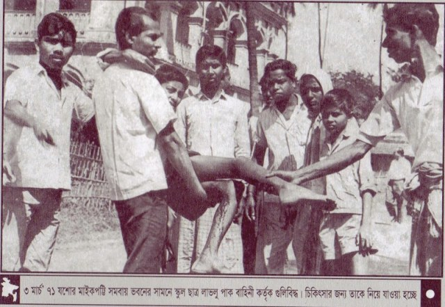 Schoolboy-Lablu-wounded-by-Pakistani-army-being-transported-for-treatment.-3rd-March-1971.-Maikepotti-Cooperative-Bldg-Jessore.