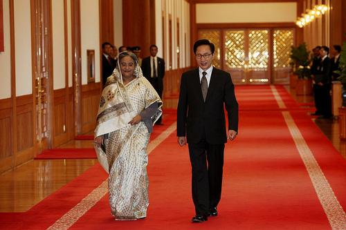 3695659895_I1HxClkJ_President_Lee_Myung-bak_receives_Hon5C27ble_Prime_Minister_Sheikh_Hasina_in_Blue_House