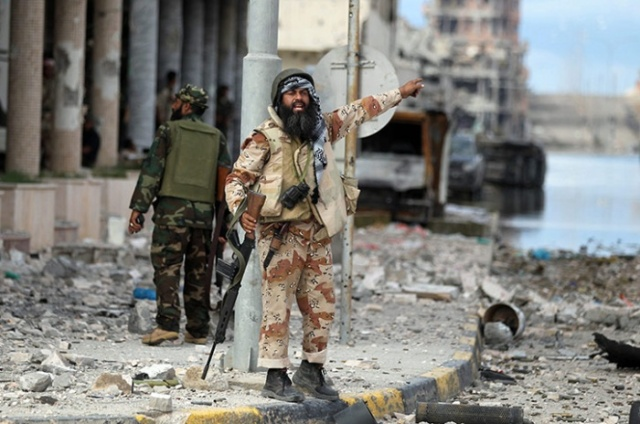 A-Libyan-rebel-gestures-d-022
