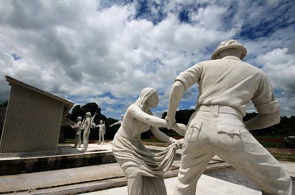Sculpture_at_Mujibnagar_Birangana