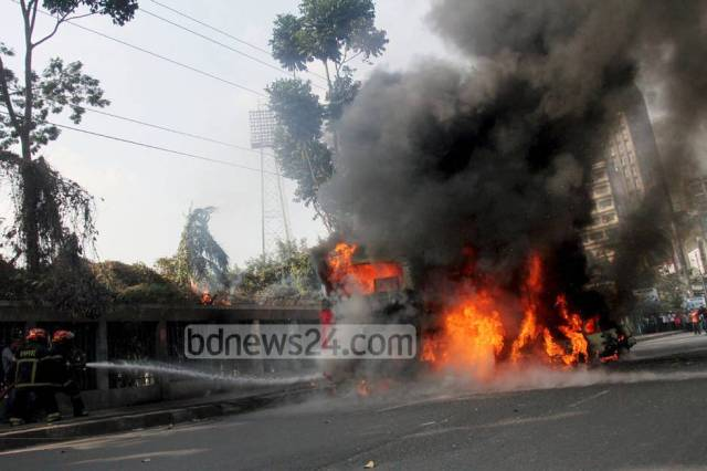 03_Bus+fire_Motijheel_060114_0003