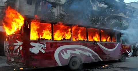 bus-on-fire1_54b5f6342fde4