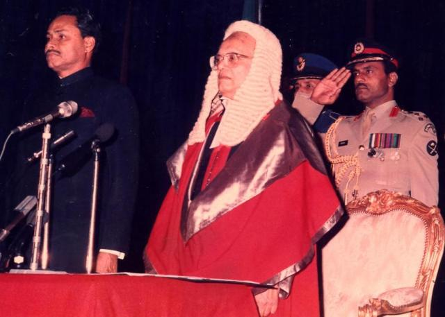 Ershad_at_Presidential_Oath_Taking_Ceremony_after_Elected_in_1986_with_Chief_Justice_&_Military_Secretary_Brigadier_General_ABM_Elias