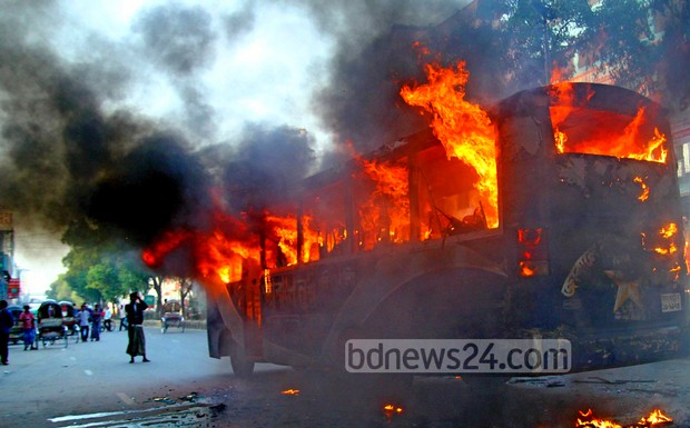 17_Fire_Bus_Shewrapara_J11012015_0001