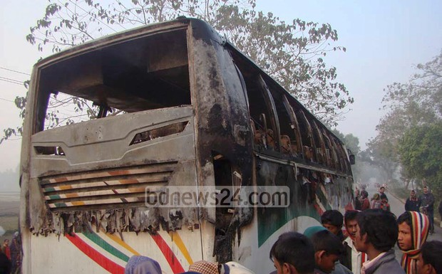 98_Bus+Fire+Gaibandha_070215_0003