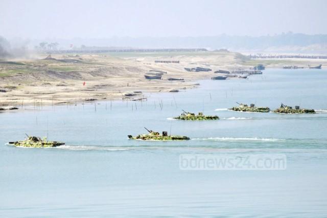 BTR-80-in-river-bangladesh-1024x683