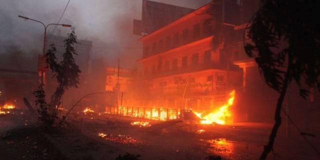 may-5-2013-dhaka-bangladesh-police-set-fire-65825