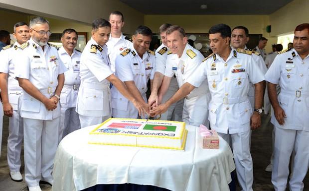 US-BD-naval