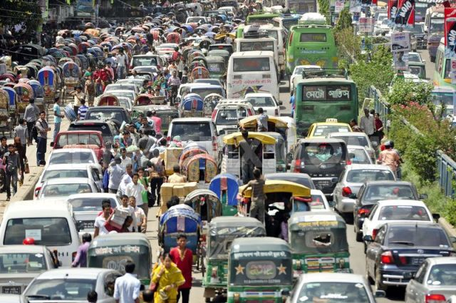 1343223920-haphazard-parking-causes-more-traffic-jams-in-dhaka_1354292