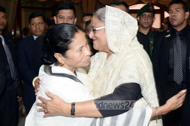 24_PM-Sheikh-Hasina_Mamata-Banerjee_210215_0002
