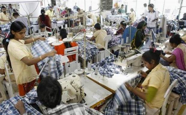 Employees+work+in+a+factory+of+Babylon+Garments+in+Dhaka