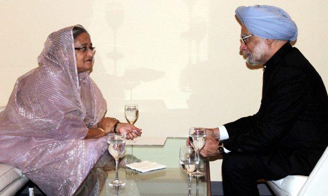 Manmohan Singh with his Bangladeshi counterpart Sheikh Hasina