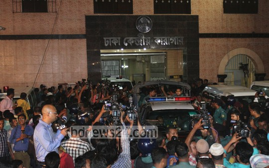 33_Kamaruzzaman_ambulance_jail+gate_11042015_0010