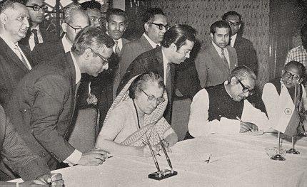 INDIRA-GANDHI-MUJIBAR-RAHMAN