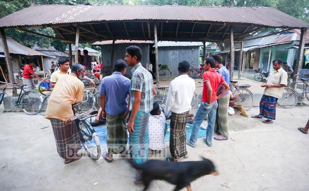 05_Kalirhut+Bazar_Dashiar+Chhora_Kurigram_Enclaves_100515_0003
