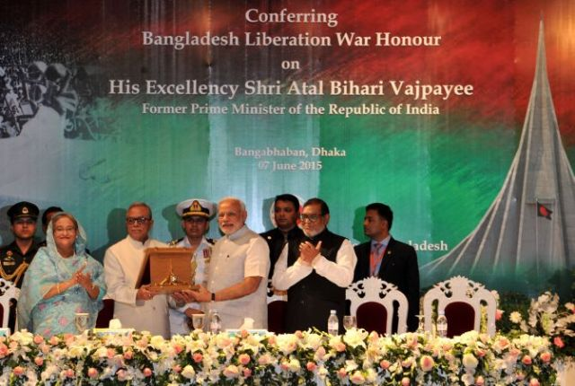 The Prime Minister, Shri Narendra Modi being received the Award of Bangladesh Liberation War Honour on behalf of former Prime Minister, Shri Atal Bihari Vajpayee, in Dhaka, Bangladesh on June 07, 2015..
