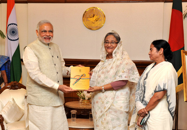 The Prime Minister, Shri Narendra Modi presents to the Prime Minister of Bangladesh, Ms. Sheikh Hasina, transcript of Parliamentary debates on LBA, in Dhaka, Bangladesh on June 06, 2015. The Chief Minister of West Bengal, Kumari Mamata Banerjee is also seen.