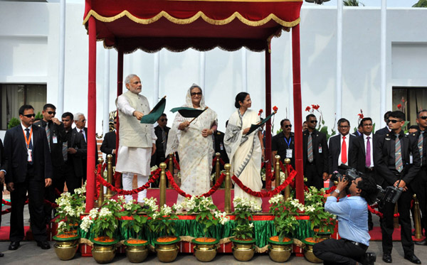 The Prime Minister, Shri Narendra Modi and the Prime Minister of Bangladesh, Ms. Sheikh Hasina flagging off the International Bus Services between India & Bangladesh, in Dhaka on June 06, 2015. The Chief Minister of West Bengal, Kumari Mamata Banerjee is also seen.