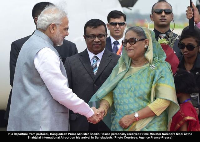 Bangladeshi Prime Minister, Sheikh Hasina Wajid (R) welcomes her Indian counterpart, Narendra Modi (L) at the Hazrat Shahjalal International Airport in Dhaka on June 6, 2015.  India's prime minister arrived in Bangladesh to seal a land pact which will finally allow tens of thousands of people living in border enclaves to choose their nationality after decades of stateless limbo.  AFP PHOTO/ Munir uz ZAMAN