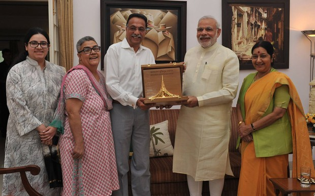 Modi+hands+honour+to+Vajpayee