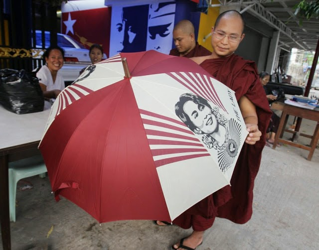 Myanmar_Suu_Kyi_Personality_Cult_Monk
