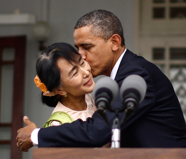 U.S. President Barack Obama kisses Aung San Suu Kyi following joint remarks at her residence in Yangon, November 19, 2012. President Obama became the first serving U.S. president to visit Myanmar on Monday, trying during a whirlwind six-hour trip to strike a balance between praising the government's progress in shaking off military rule and pressing for more reform.  REUTERS/Jason Reed   (MYANMAR - Tags: POLITICS)