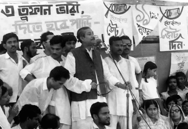 Bangabandhu-is-speaking-at-1970