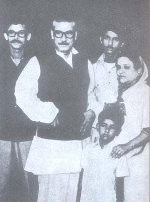 Bangabandhu With-3-sons-&-wife
