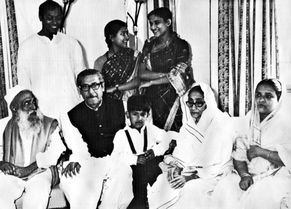 BANGABANDHU WITH FAMILY 17