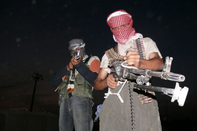 1280px-Iraqi_insurgents_with_guns_1