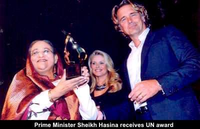 Prime-Minister-Sheikh-Hasina-receives-a-UN-award