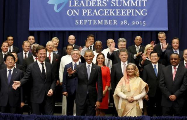 U.S. President Barack Obama (front C) takes part in a family photo during the Leaders' Summit on Peacekeeping at the United Nations General Assembly in New York September 28,  2015. REUTERS/Kevin Lamarque