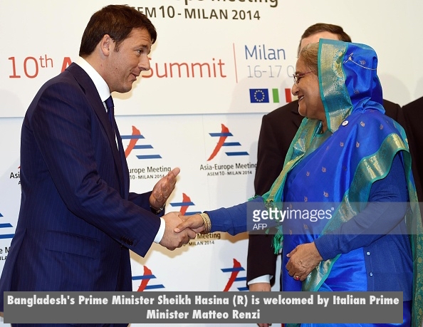 Bangladesh's Prime Minister Sheikh Hasina (R) is welcomed by Italian Prime Minister Matteo Renzi