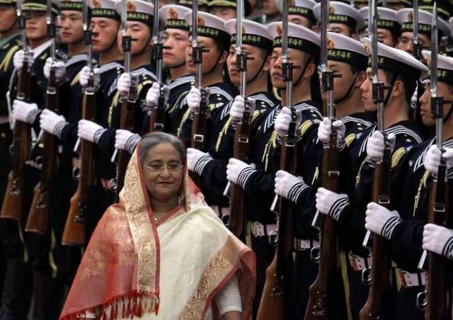Bangladesh Prime Minister Sheikh Hasina walks past honour guard during her official welcoming ceremony in the Great Hall of the People in Beijing March 18, 2010. Hasina is on a three-day trip to China, during which she will meet with Chinese leaders, including President Hu Jintao. REUTERS/David Gray (CHINA - Tags: POLITICS MILITARY)
