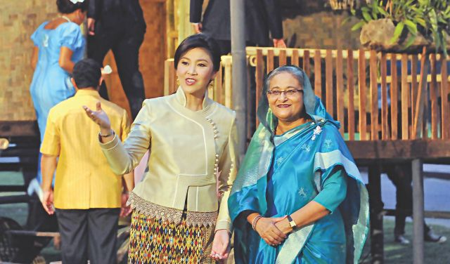 Thai Prime Minister Yingluck Shinawatra welcomes her Bangladeshi counterpart Sheikh Hasina at the Wiang Kum Kum in Chiang Mai of Thailand